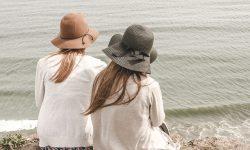 twee meisjes strand